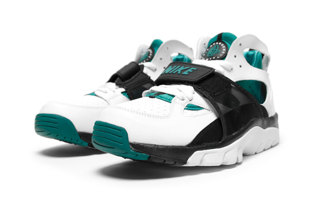 nike air trainer huarache whitefresh water