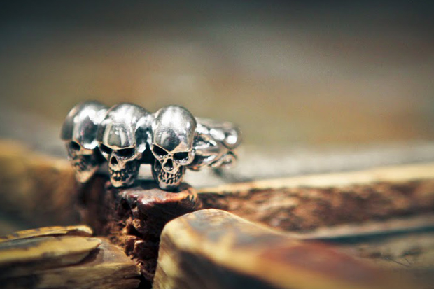 crazy pig designs tudor 3 skull ring