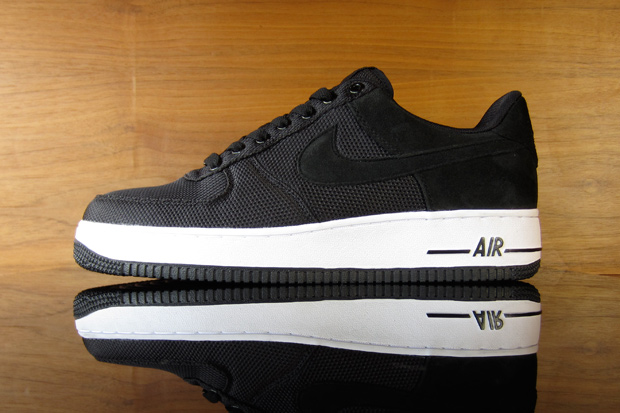 black and white nike air force