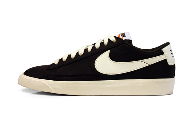 nike low blazer black