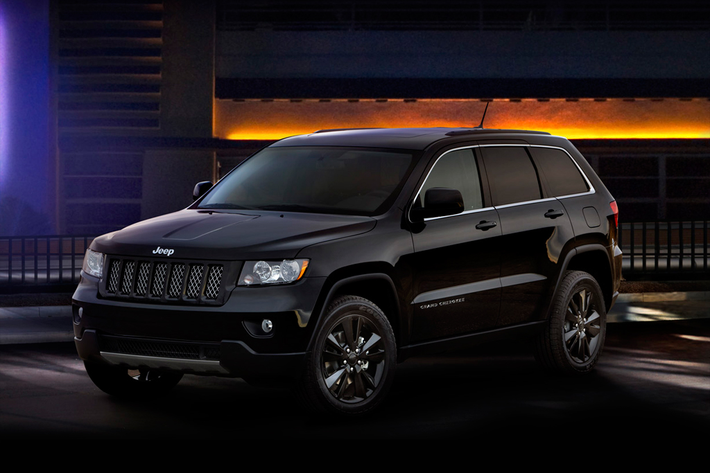 2012 jeep grand cherokee all black edition hypebeast. Black Bedroom Furniture Sets. Home Design Ideas