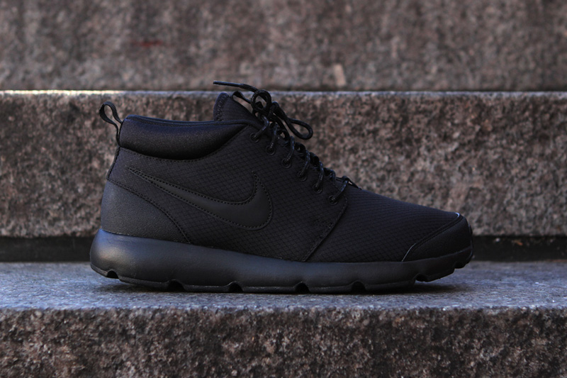 nike-roshe-run-trail-blackout-0.jpg