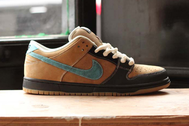 Nike Sb Dunk High Flash likewise Nike Air Max 1 Tiffany South Beach Customs moreover Nike Dunk Low Pro Olive Camo further Sb Dunk Low Pro Ishod Wair in addition I216585 Buty Nike Dunk Low Pro Iw Deep Royal White Gym Red. on sb dunk low pro ishod wair
