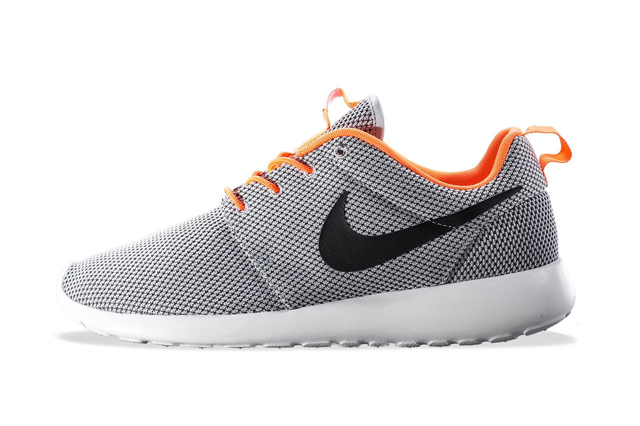 nike roshe run wolf grey black atomic orange hypebeast. Black Bedroom Furniture Sets. Home Design Ideas