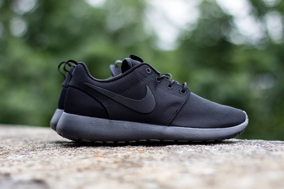nike roshe run triple black hypebeast. Black Bedroom Furniture Sets. Home Design Ideas