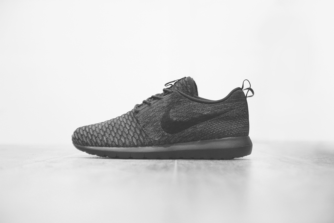 nike flyknit roshe run triple black hypebeast. Black Bedroom Furniture Sets. Home Design Ideas