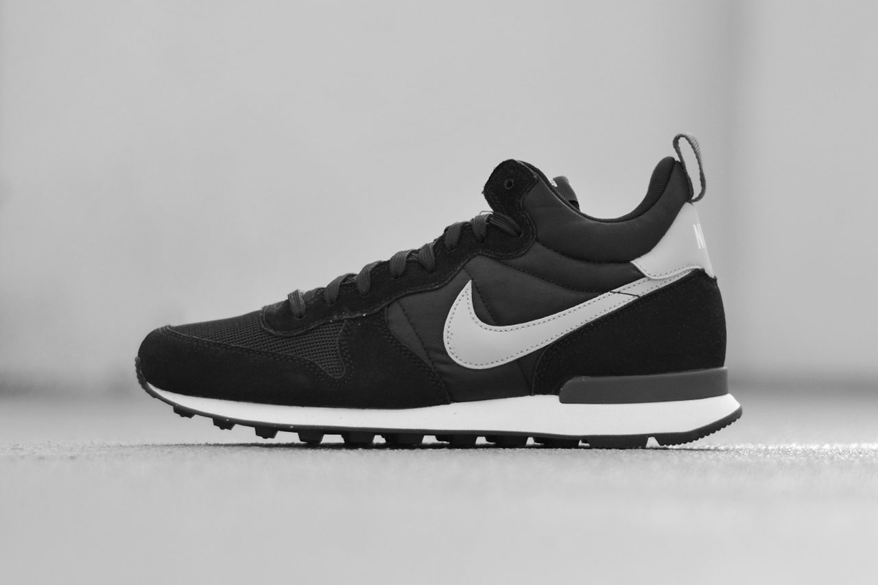 nike internationalist mid black hypebeast. Black Bedroom Furniture Sets. Home Design Ideas