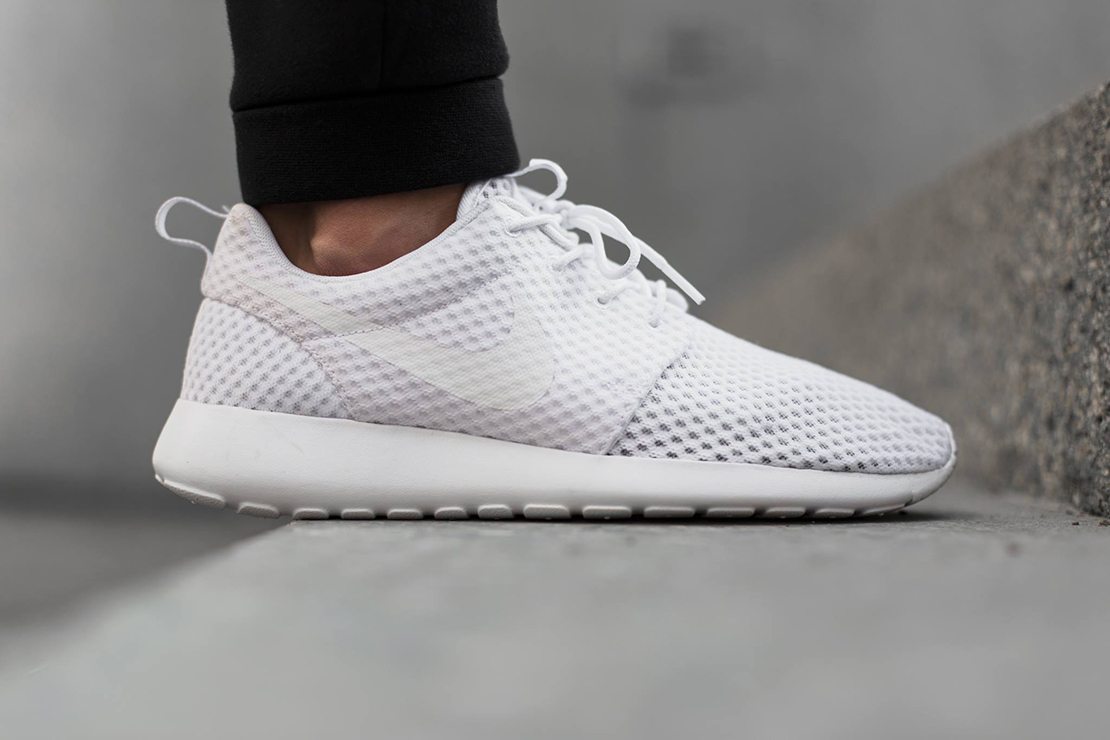 roshe run white grey