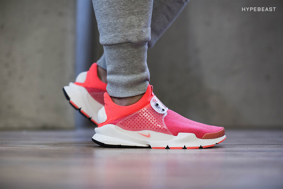 nike sock dart sp womens pink