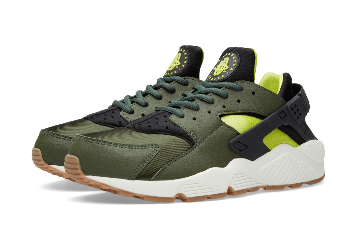 Nike Air Huarache Carbon Green/Black | HYPEBEAST