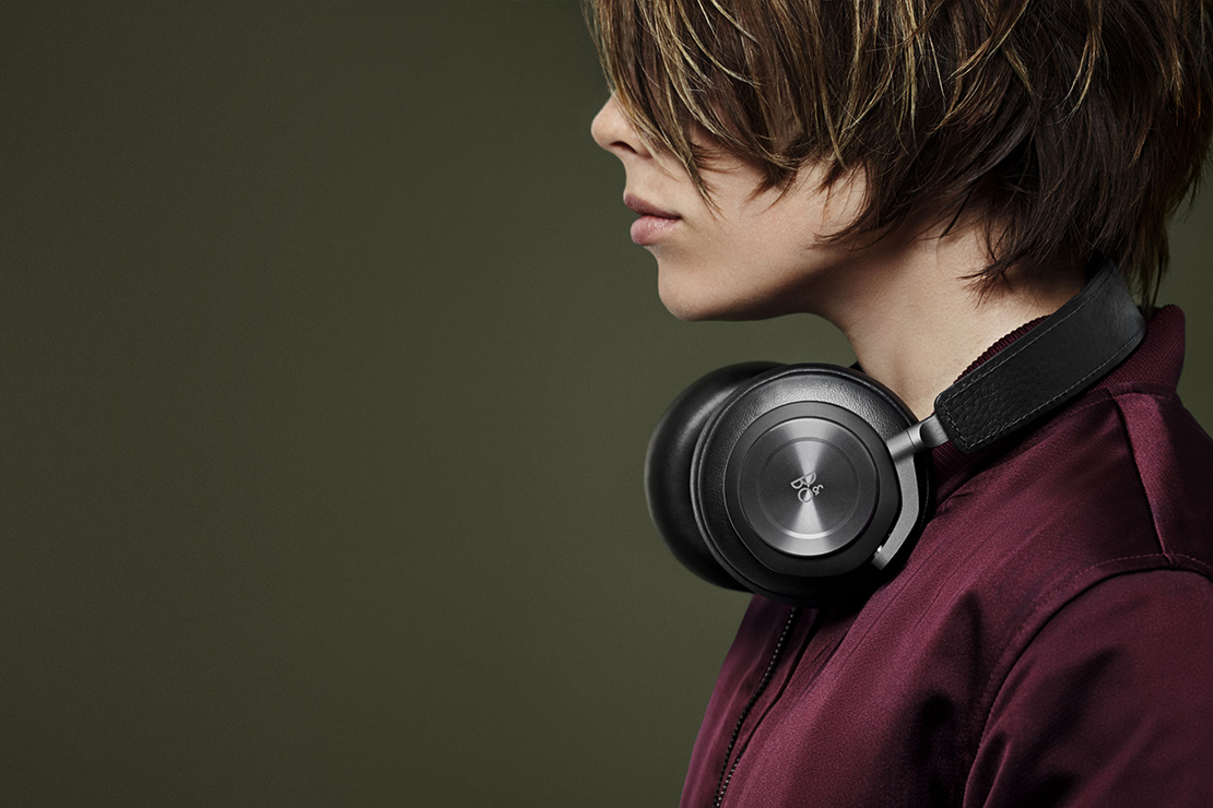 bang olufsen beoplay h7 headphones hypebeast. Black Bedroom Furniture Sets. Home Design Ideas