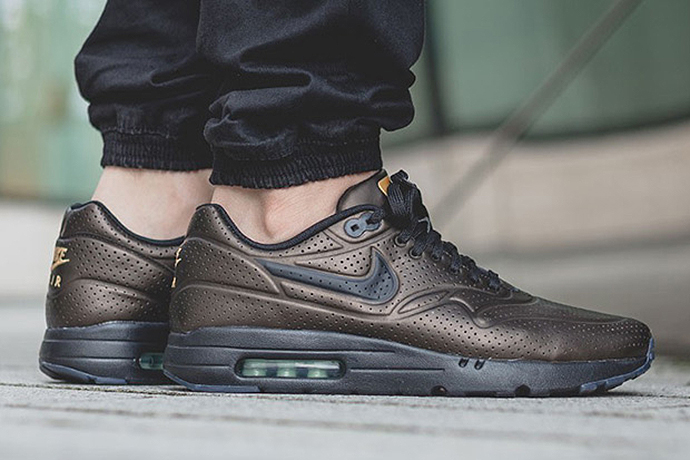 nike air max 1 ultra moire metallic finish hypebeast. Black Bedroom Furniture Sets. Home Design Ideas
