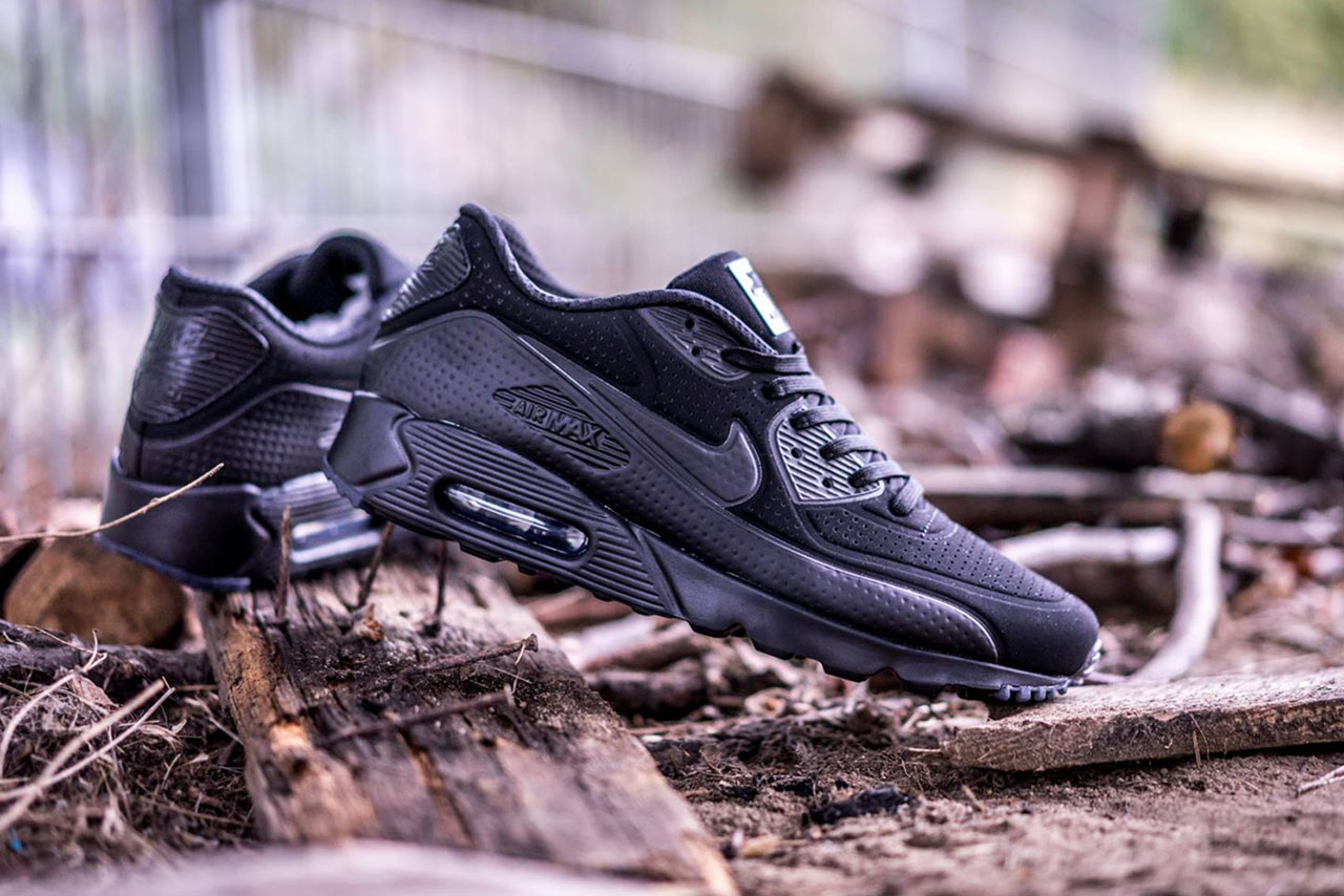 nike air max 90 ultra moire triple black hypebeast. Black Bedroom Furniture Sets. Home Design Ideas