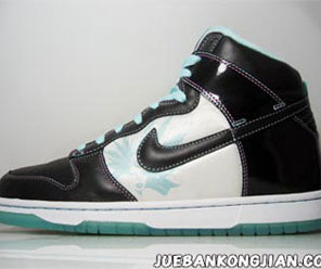We just caught a glimpse of these new really fresh looking Nike Dunk  Samples. The high sports a black and aqua marine colorway with black patent  material ...
