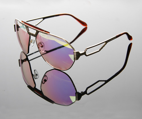 http://www.hypebeast.com/image/2008/10/claw-money-aviator-sunglasses-1.jpg