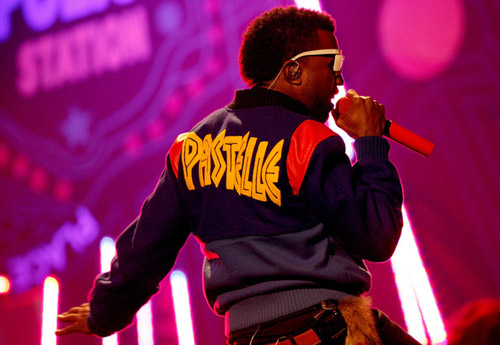 kanye-west-american-music-awards-pastelle-jackets-1.jpg (500×345)
