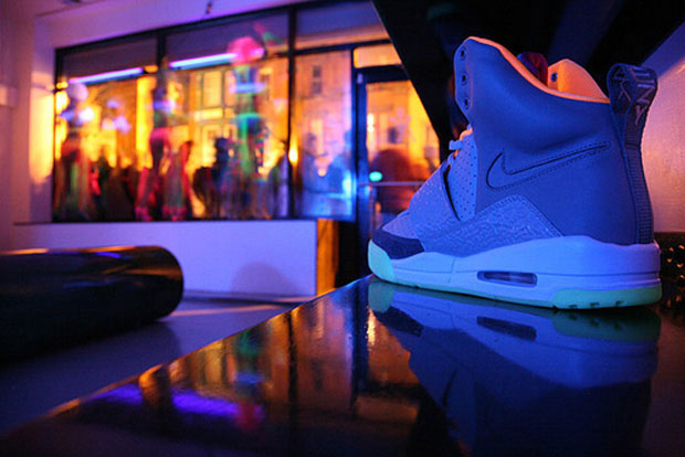 nike-air-yeezy-launch-00