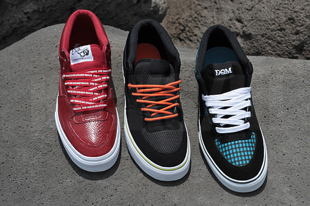 zapatillas vans half cab on feet