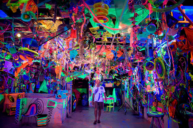 Kenny scharf cosmic cavern hypebeast for Trippy house music