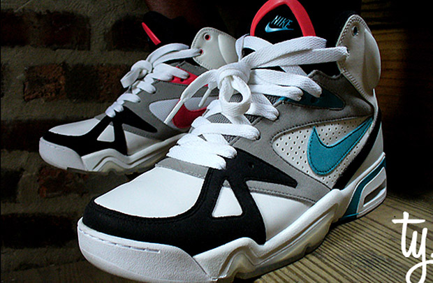 nike-air-hoop-structure-triax-colorway