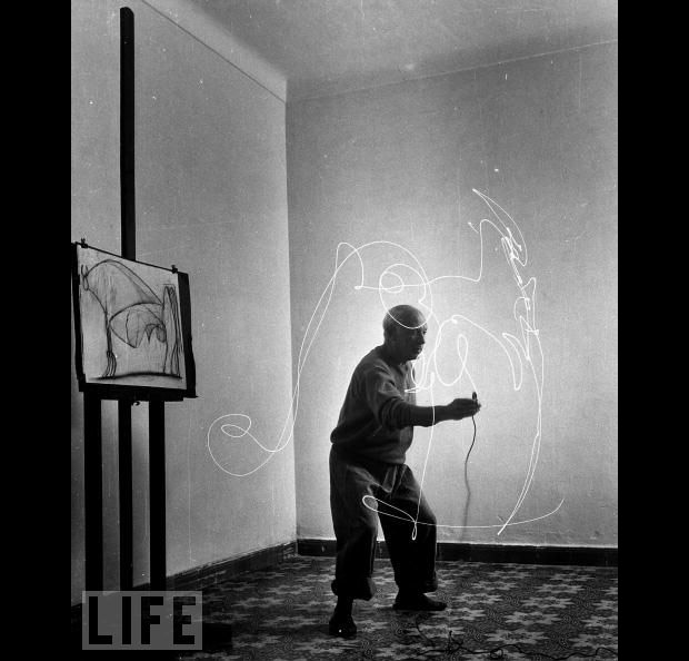 picasso drawing with light 5 Picasso: Drawing With Light