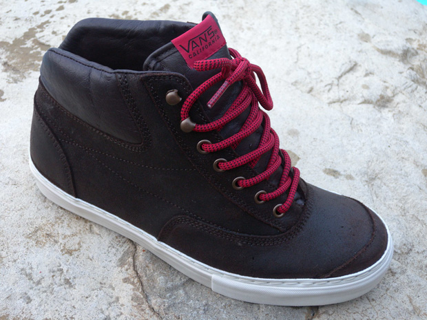 vans-california-2009-holiday-switchback
