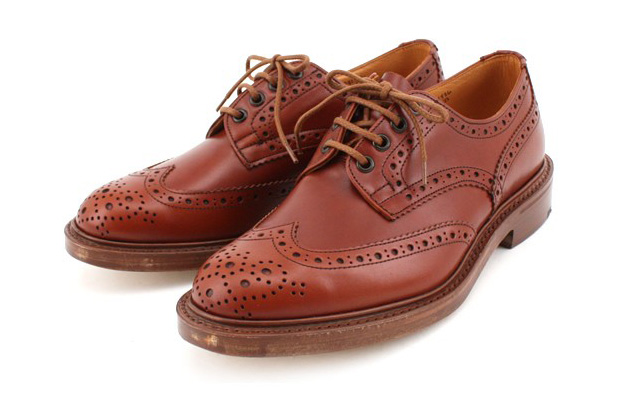 ships-jet-blue-trickers-wingtip