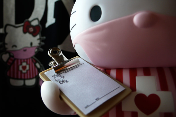 dr-romanelii-medicom-toy-hello-kitty-candy-striper
