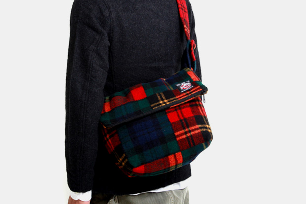 johnson-woolen-mills-2009-fall-winter-bags
