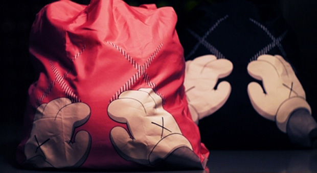 kaws-harbor-city-shopping-bags
