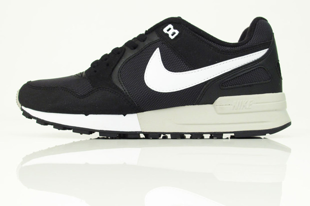 nike-air-pegasus-black-white