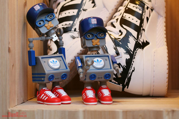 cmd-dj-tommy-adidas-originals-robot-usb-toy