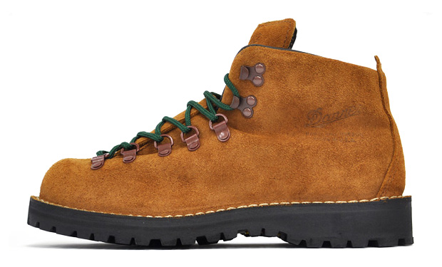 danner-mountain-light-brown-suede
