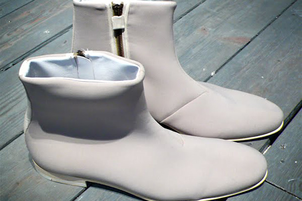 viktor-rolf-2009-spring-summer-neoprene-boots-preview