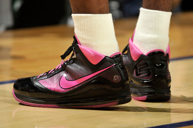 nike-basketball-lebron-james-vii-think-pink