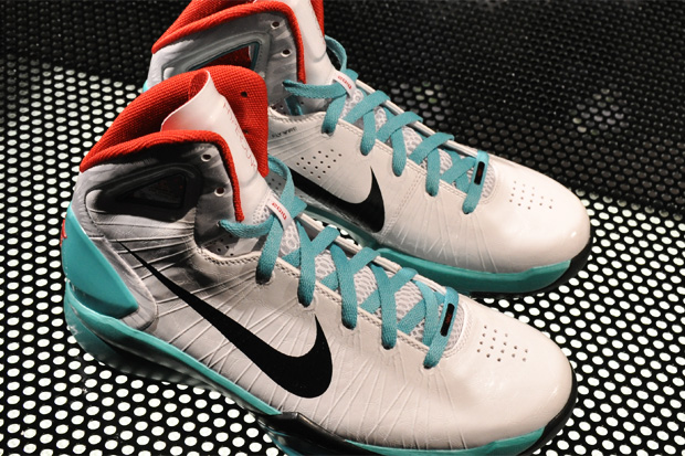 289cc2468493 Nike unveils the next generation of its Hyperdunk as the brand today  introduces the Hyperdunk 2010. Featured is a preview of several colorways  done up in a ...