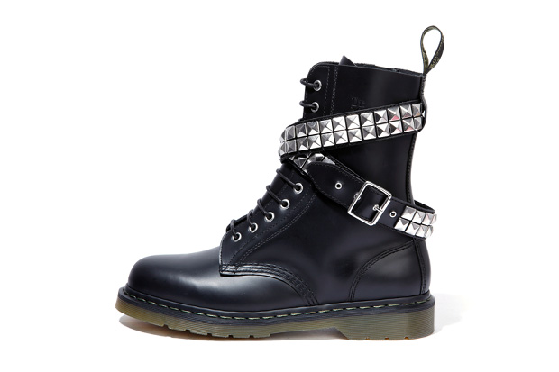 izzue x dr martens 10 hole boot