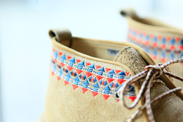 white mountaineering geometric embroidery desert boots