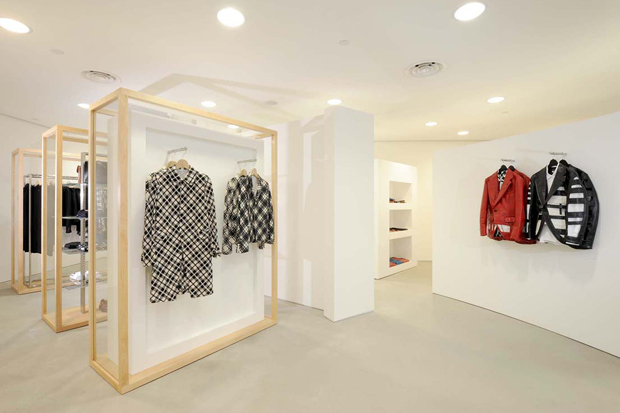 Shop Comme des Garçons PLAY designer clothes, shoes, and accessories. Find a wide collection of Comme des Garçons PLAY at makeshop-zpnxx1b0.cf Opens Barneys Warehouse in a new window Opens The Window in a new window Opens The Registry in a new window.