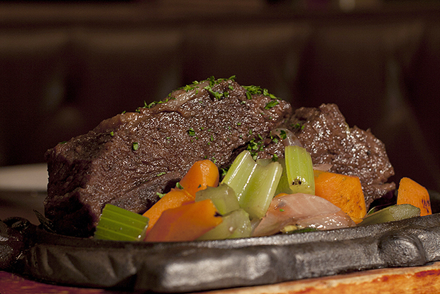hypebeast eats manischewitz braised short ribs of sons of essex