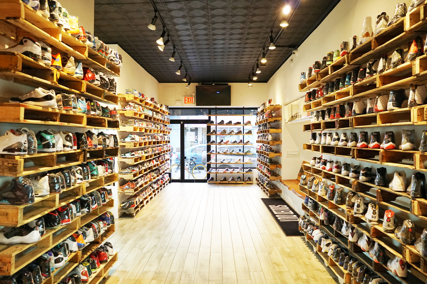 a9288ee0ef2 What It Takes to Run Your Own Sneaker Consignment Shop HYPEBEAST INDO