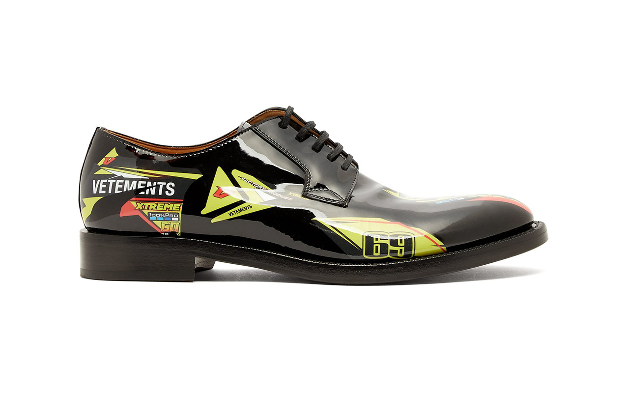 vetements race decal leather derby shoe fall winter 2018 print stacked heel corporate sponsor black demna gvasalia matchesfashion.com matches