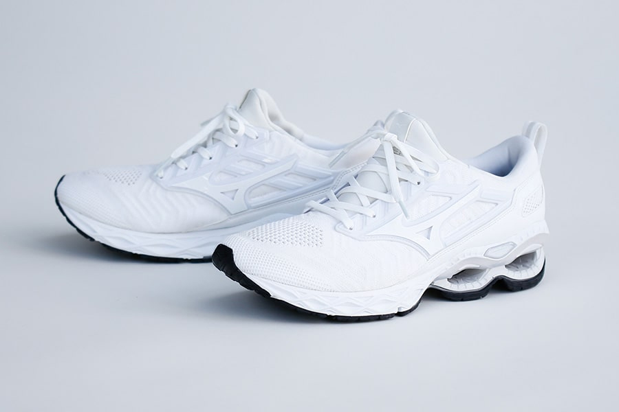 Mizuno Wave Creation Waveknit White Mita Sneakers BEAMS JAPAN 3F DOVER STREET MARKET GINZA GR8 Atmos OSHMAN'S GETTRY BOSTON CLUB PASSOVER Triple White High End Performance Sneaker New Drop Release Information Infinity Wave PU Foam Sole 80s 90s Silhouette