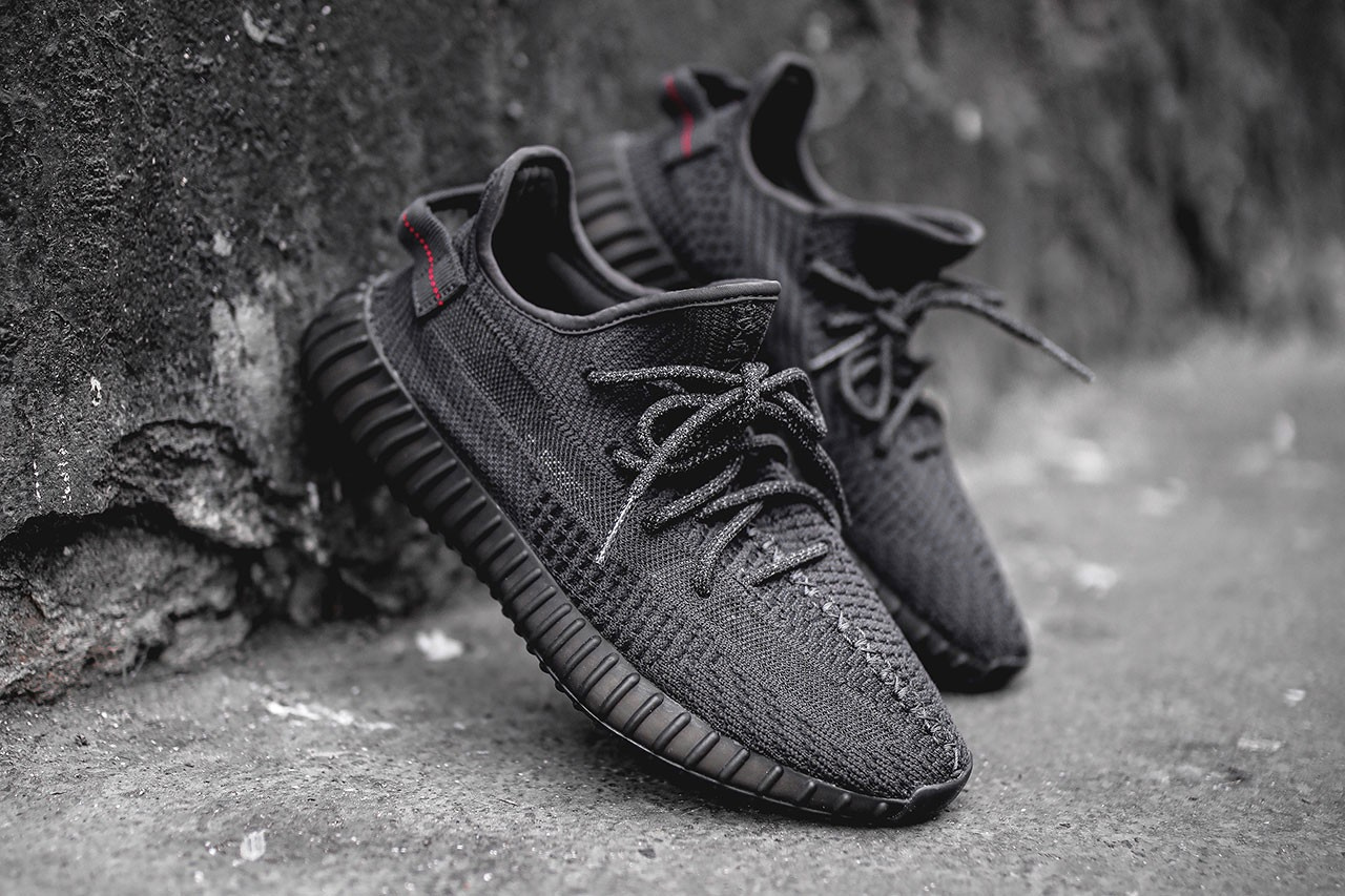 "YEEZY BOOST 350 V2 ""Black"" Black Friday Re Release 