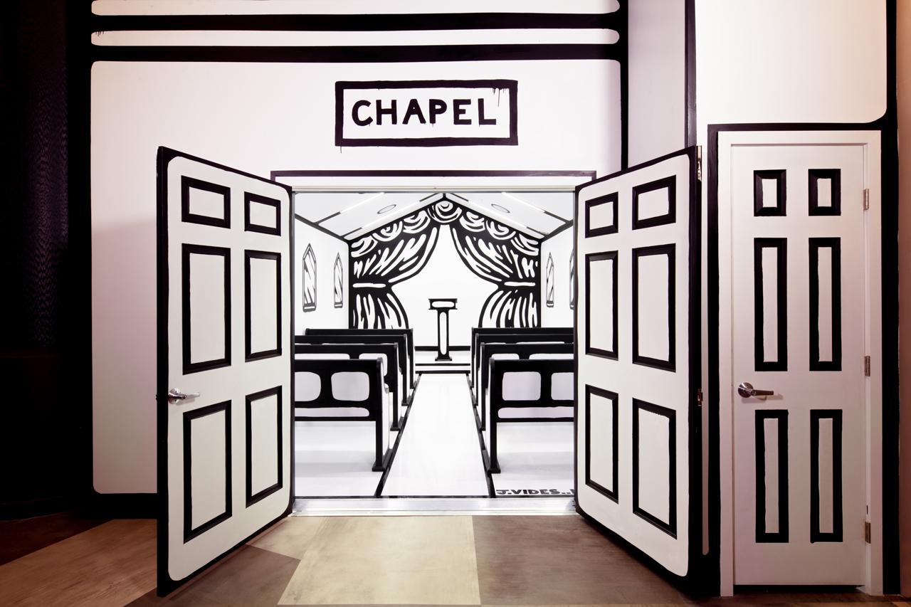 Joshua Vides 于拉斯维加斯打造「二次元」婚礼教堂