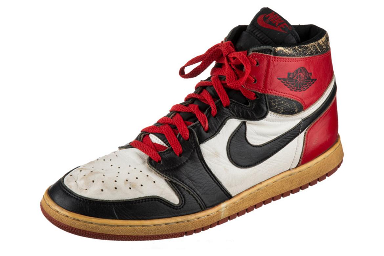 Michael Jordan 1985 年实着 Air Jordan 1「Black Toe」展开拍卖