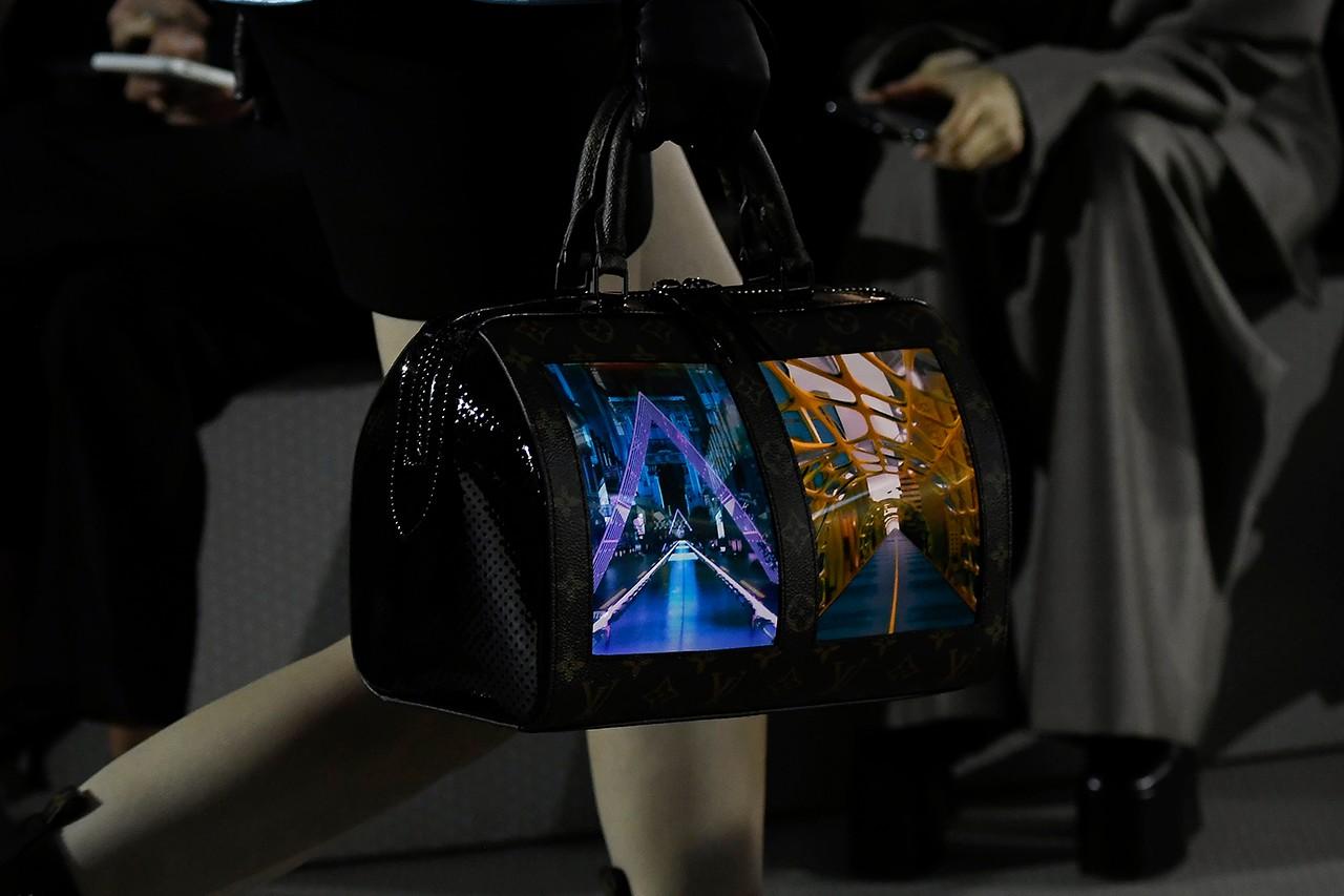 搭载 OLED 屏幕的全新 Louis Vuitton 包袋系列震撼亮相