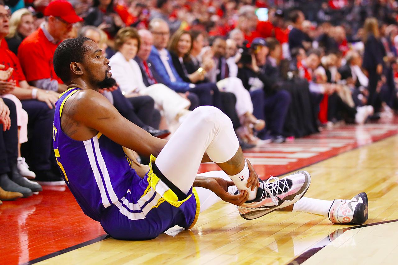 NBA 季后赛 2019 − Warriors 球员 Kevin Durant 于 Game5 复出后于第二节伤退