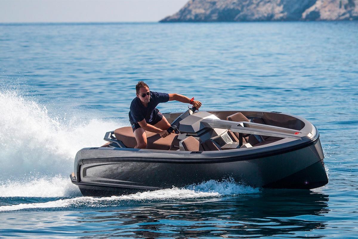 水上制霸 − Vanquish Yachts 推出豪华版快艇 Vanqraft VQ16